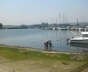 昼下がりの港