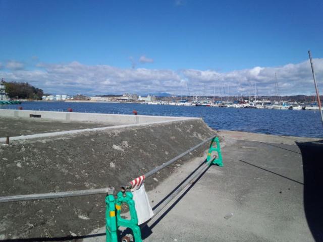 港は工事中